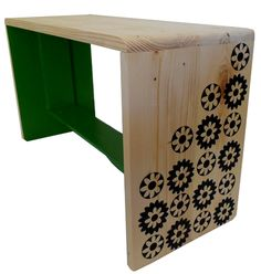 Green and natural wood bench with Retro flowers - made from recycled pallet wood! Ottoman Stool, Wood Pallets, Pallet Wood, Color Of The Year, Design Crafts, Home Buying, Jasper, Furniture Design, Recycling