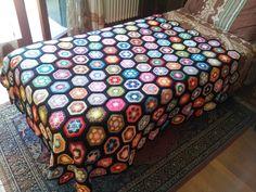coperta africans flower - vuoi progettare la tua coperta? Scopri tutti i trucchi su www.gomitolorosso.it