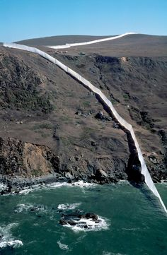 Running Fence, Sonoma and Marin Counties, California, 1972-76    land art, landscape art, environmental art