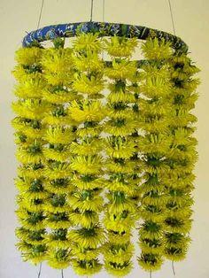 Maskrosor torkade på tråd Environmental Sculpture, Diy Chandelier, Green Garden, Wire Art, Ikebana, Garden Inspiration, Artificial Flowers, Natural Materials, Cactus Plants