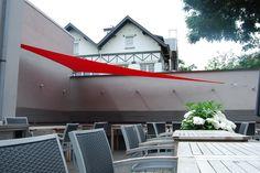 Voile triangulaire à 90° installée sur la terrasse d'un restaurant Italien à Uccle. Une idée de COTE TERRASSE.