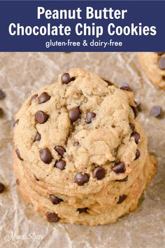The best gluten-free peanut butter chocolate chip cookie recipe that you'll need. Enjoy the perfect combination of peanut butter and chocolate with these scrumptious cookies. Plus they're dairy-free! Gluten Free Peanut Butter, Chocolate Peanut Butter Cookies, Gluten Free Chocolate, Gluten Free Baking, Delicious Chocolate, Best Gluten Free Recipes, Easy Recipes, Baking Recipes, Vegan Recipes