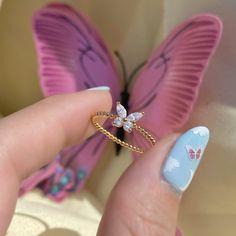 Stylish Jewelry, Cute Jewelry, Jewelry Accessories, Fashion Accessories, Jewelry Design, Cute Promise Rings, Cute Rings, Hand Jewelry, Beaded Jewelry