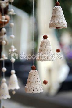 Descargar - Campanas de cerámica souvenirs en el mercado — Imagen de stock #92164992