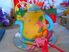 i made the tea pot cake for my friend