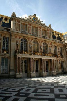 Versailles court