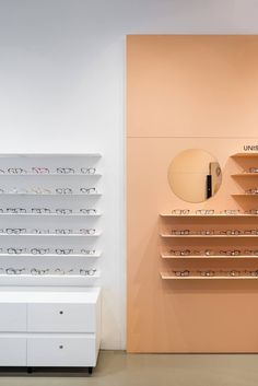 The Zita Optics interior is based on a simple colored border that frames a section of walls and optically unifies the interior into a single unit. Self-leveling cement with natural coloration […] Eyewear Shop, Oak Desk, Black Furniture, Bratislava, Store Design, Wall Colors, Interior And Exterior, Architecture Design, Shelves