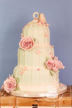 #vintagewedding #birdcage #birdcagecakes #weddingcakes #vintagestyle #lovebirds #sugarroses #handmade Catering, Cupcakes, Bird Cage, Wedding Cakes, Vintage Fashion, Sugar, Rose, Desserts, Handmade