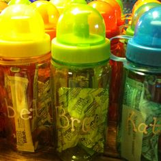 End of year gifts - water bottles ($1 at Michaels plus 25% off coupon!) filled with granola bar, fruit snacks and lemonade packet with a note that says Stay cool this summer! School Parties, School Gifts, Student Gifts, Teacher Gifts, End Of Year Party, End Of School Year, Water Bottle Gift, Water Bottles, End Of Year Activities
