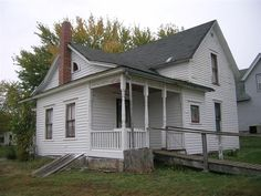 Villisca Axe Murder House in Villisca, Iowa. On June 10, 1912, an intruder with an axe killed eight people as they slept in a house in this small town. The murderer is unknown and was never caught. If you are willing you can stay in the house overnight.