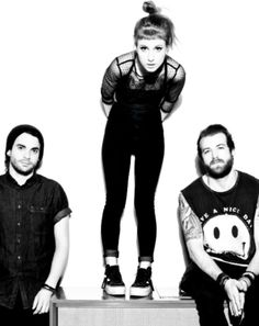 Paramore touring drummer injured in golf cart accident  http://www.fembuzz.co.uk/paramore-touring-drummer-injured-in-golf-cart-accident-1294536_37066