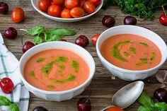 El salmorejo de cerezas es uno de los que más hacemos en casa además del tradicional. Y es que las sopas de tomate frías son en mi casa la cena obligatoria que tengo que tener siempre en la nevera desde que llega esta época del año en la que ya apetecen cenas ligeras u frías más …