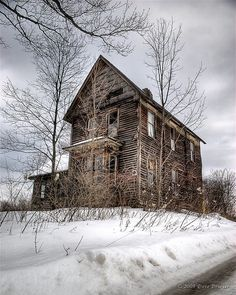 70 Abandoned Old Buildings. left alone to die : Pictures Images Photos Abandoned Buildings, Abandoned Farm Houses, Abandoned Property, Old Farm Houses, Abandoned Mansions, Old Buildings, Abandoned Places, Country Houses, Fotografia Macro
