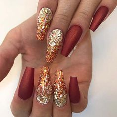 Fall Inspired Glitter Ombre Nails The season has now changed from summer to fall, so it is time to start thinking about your autumnal look. We have found 41 stylish fall nail designs. Gold Nail Designs, Fall Nail Art Designs, Acrylic Nail Designs, Cool Designs, Hair And Nails, My Nails, Shellac Nails, Nail Gel, How To Do Nails