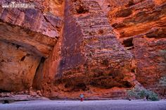 Dentro l'enorme Cathedral Gorge a Purnululu. ...