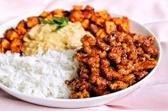 Protéines caramélisées, patate douce rôtie, sauce crémeuse cacahuète & riz thaï (vegan, sans gluten)