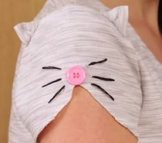 DIY cat sleeve t-shirt refashion upcycle clothing. Diy Clothing, Sewing Clothes, Fashion Kids, Diy Fashion, Sewing Hacks, Sewing Projects, Diy Projects, Sleeve Designs, Little Girl Dresses