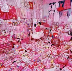 WOW!! My daughters room would be all pink too if I let it