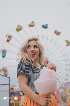Eating Cotton Candy at the County Fair Carnival Photography, Candy Photography, Girl Photography Poses, Creative Photography, Photoshoot Concept, Couple Photoshoot Poses, Carnival Photo Shoots, Fair Pictures, Senior Pictures