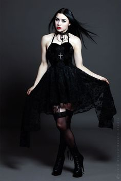 Black Gothic Dress / Jewelry / Fashion Photography / Gothique Women  // ♥ More at: https://www.pinterest.com/lDarkWonderland/
