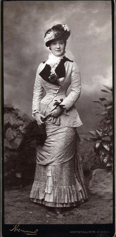 1880 Natural Form bodice with asymmetrical closure