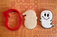 halloween cookies decorated Spirit of Santa Face Cookie Cutter Ghost Cookies, Fall Cookies, Cut Out Cookies, Iced Cookies, Cute Cookies, Royal Icing Cookies, Cookies Et Biscuits, Holiday Cookies, Cupcake Cookies