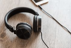 If you don't want background noise ruining your music or pay $500 for a pair of headphones, check out our list of best noise-canceling headphones under $200. Cheap Headphones, Wireless Headphones, Over Ear Headphones, Best Noise Cancelling Headphones, Settings App, Logitech, Audio Books, Headset