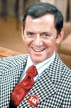 Tony Randall - American actor, comic, producer and director. Best known for his role as fussbudget Felix Unger in The Odd Couple, opposite Jack Klugman, a role he would keep for five years. Hooray For Hollywood, Golden Age Of Hollywood, Hollywood Stars, Classic Hollywood, Old Hollywood, Famous Men, Famous Faces, Famous People, Steve Jobs