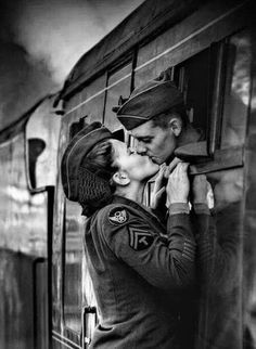 Photo Farewell Sweetheart by Antony Burch on Photos Amoureux, Jolie Photo, Vintage Love, Vintage Romance, Vintage Photographs, Black And White Photography, Old Photos, Cute Couples, Army Couples