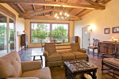 Palm Springs Vacation Rentals. Living room view. Relaxing, comfortable couches and room decor.