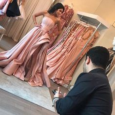 22.6K vind-ik-leuks, 353 reacties - Lilly Ghalichi (@lillyghalichi) op Instagram: 'BRIDESMAID DRESS 1  My best friends are queens!! So I'm going to make sure they look ROYAL …'