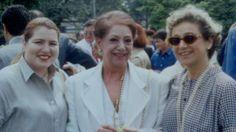 PAULA GONZÁLEZ, CLARA VÉLEZ Y MERCEDITAS VELASCO EN EL COLEGIO BOLIVAR.