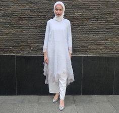 Batik Fashion, Abaya Fashion, Muslim Fashion, Fashion Dresses, Kebaya Modern Hijab, Kebaya Hijab, Dress Brukat, Hijab Dress Party, Blouse Batik