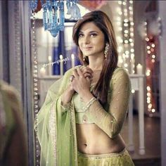 Her outfit is :/ Bollywood Girls, Bollywood Celebrities, Beautiful Bollywood Actress, Beautiful Indian Actress, Saris, Jennifer Winget Beyhadh, Hottest Models, Indian Beauty, Celebs