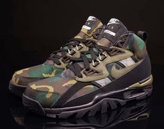 The Nike Air Trainer SC Sneakerboot CAMO is now hitting stores, punctuating the ruggedness of the new all-weather update. Bo Jackson Sneakers, Bo Jackson Shoes, Nike Boots, Mode Shoes, Nike Retro, Nike Outlet, Shoes Outlet, Cheap Nike Air Max, Nike Free Shoes
