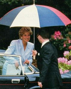 01 June 1993: Princess Diana arrives to Hazel House in London to speak at a conference organized by Turning Point Charity about the need for support of mentally ill women.