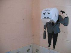 arte macabro en el dispensador de papel . Más #humor en www.lasfotosmasgraciosas.com