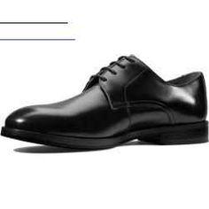 #artisanatautourdutissu - Mit diesen eleganten Schnürern die auf Archivdesigns aus dem Jahr 1953 basieren zollen wir klassischen englischen Schuhmodellen Tribut. Der handgefertigte Oberschuh aus schwarzem Premium-Leder ist mit einer Echtleder-Laufsohle mit Tpu-einlage ausgestattet um eine hochwertige Optik mit optimaler Bodenhaftung zu verbinden. Der schicke Style mit unserer Cushion Plus Technologie für intelligente unsichtbare Fußpolsterung ist sowohl fürs Büro als auch für einen Drink…