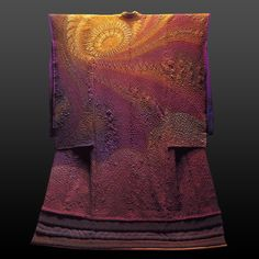Kimono - Love this - Everything about it - anyone know the artist please? I think it is Kubota from translation of website. Sharon thank you for artist's name - Itchiku Tsujigahana 久保田一竹~辻が花 Japanese Textiles, Japanese Fabric, Kimono Design, Textile Design, Japanese Outfits, Japanese Fashion, Geisha, Kubota, Japanese Design