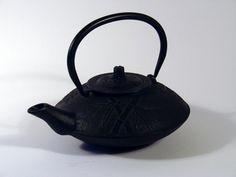 Cast iron teapot - black bamboo design :: chinalife