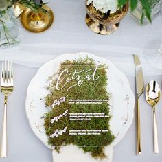 Remember these acrylic menus I was working on last month? Well here they are in all their glory rested upon a gathering of moss and nestled alongside hints of gold and vintage beauty  - I actually hand wrote all of these beauties (my wrist killed after) but was well worth it because this is one beautiful shot. So a big thank you to @danistephensonweddings for asking me to collaborate @villabellezzawinery for the gorgeous space @jenniferjoycedesign for the beautiful blooms and @emilysteffen…
