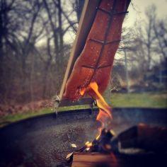 Kurzer Zwischenstand: LÄUFT!  #Flammlachs #feuer #grill #lohi