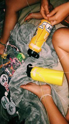 Yep you gotta do fs bracelets on a hydro! Summer Goals, Summer Fun, Hippie Style, Party Unicorn, Made Design, Hydro Flask Water Bottle, Cute Water Bottles, Videos Photos, Summer Bracelets