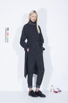honest by.  Bruno Pieters ist ein belgischer Designer, der sich aus der High End Fashion Welt zurückzog um sich neu zu erfinden und die erste 100% transparente Modefirma zu gründen.