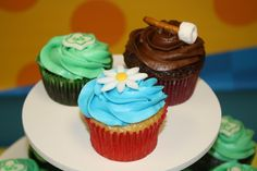 I made these cupcakes for the end-of-year party for my two Girl Scout troops. One troop is Daisies bridging to Brownies this year, and the ...