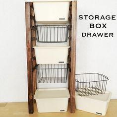 オール100均商品で、シンプル簡単な引き出し収納棚が作れます。ガーデンフェンスの木材の間隔を利用して引き出し部分にするので、面倒な引き出しの高さ合わせも不要。カットしてつけるだけの簡単工作です。 オール100均。 引き出し収納の作り方(ノープラン生活) Diy Storage Rack, Storage Hacks, Kitchen Organisation, Closet Organization, Box Shelves, Diy Interior, Closet Bedroom, Organizing Your Home, Diy Woodworking