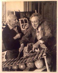 Jean Cocteau fue un poeta, novelista, dramaturgo, pintor, ocultista, diseñador, crítico y cineasta francés Con Pablo Picasso.