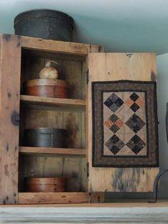 Doll quilt and Shaker style boxes. Primitive Quilts, Primitive Fall, Primitive Homes, Primitive Furniture, Primitive Antiques, Primitive Crafts, Country Primitive, Primitive Bedroom, Primitive Snowmen