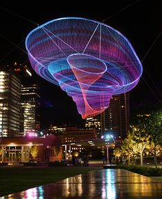 Artist Janet Echelman reshapes urban airspace with monumental, fluidly moving sculpture that responds to environmental forces including wind, water, and sunlight. This sculpture is suspended in downtown Phoenix, AZ. Land Art, Janet Echelman, Kunst Party, Instalation Art, Urbane Kunst, Large Artwork, Electric Forest, Art Plastique, Light Art
