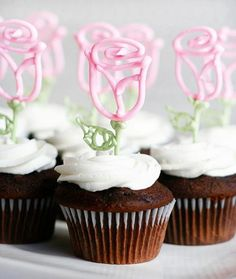 Royal icing flower cupcakes rose like one in the beauty and the beast.Royal icing flower cupcakes rose like one in the beauty and the beast. Cupcake Recipes, Cupcake Cakes, Mini Cakes, Cupcake Toppers, Cupcake Icing, Rose Cupcake, Cup Cakes, Cupcake Ideas, Buttercream Frosting